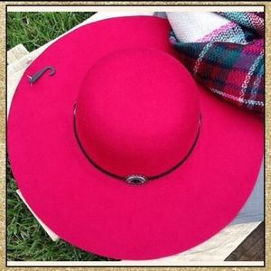 Accessories - 'Wanderer' Raspberry Hat
